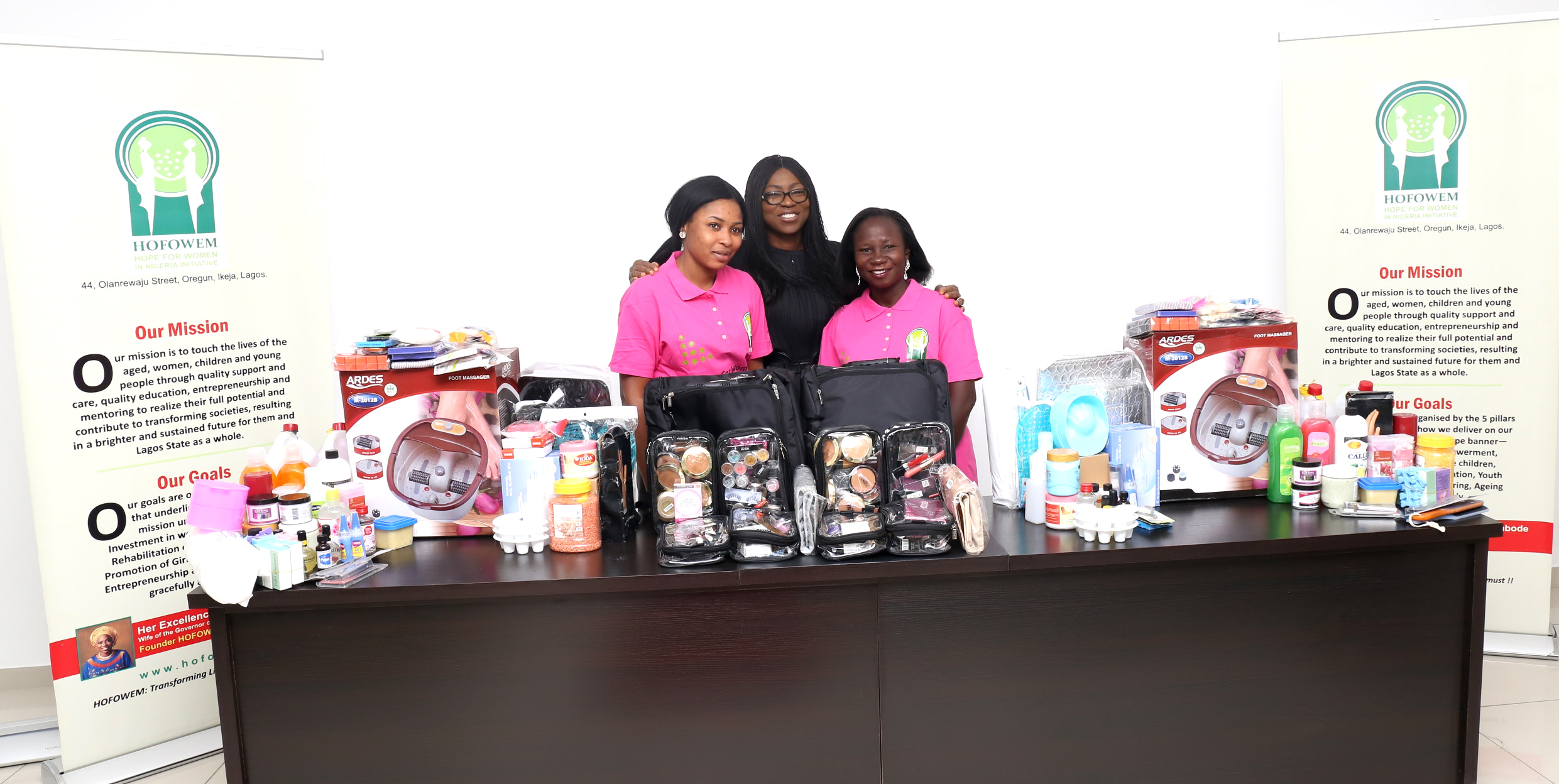 Our Founder, Her Excellency, Mrs. Bolanle Ambode presenting work kits to the beneficiaries.